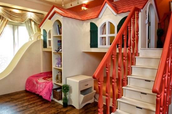 Красивый замок для детской комнаты девочки