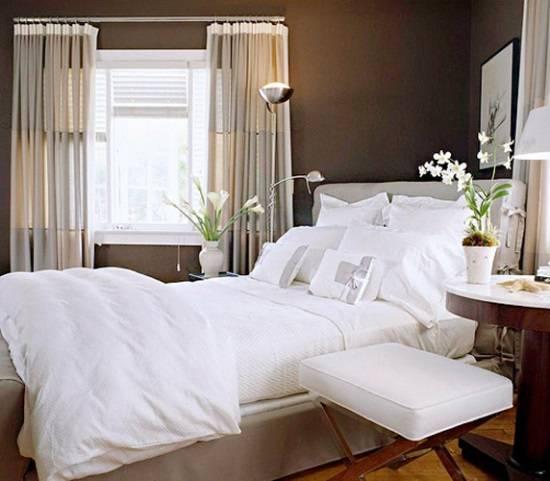 Нейтральная спальня с белыми акцентами