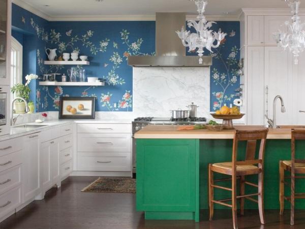 Кухня с расписными стенами