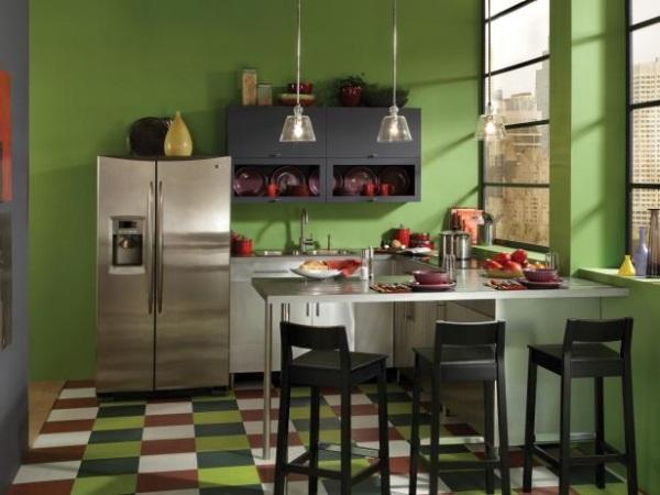 Небольшая кухня в зеленом цвете
