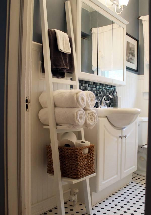 Применение старой лестницы в ванной комнате
