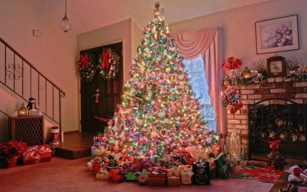 Большая красивая новогодняя елка