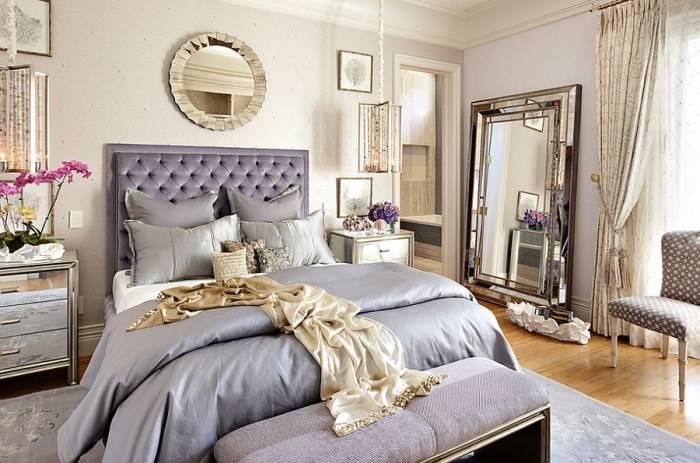 Мягкое изголовье кровати в эклектичной спальне