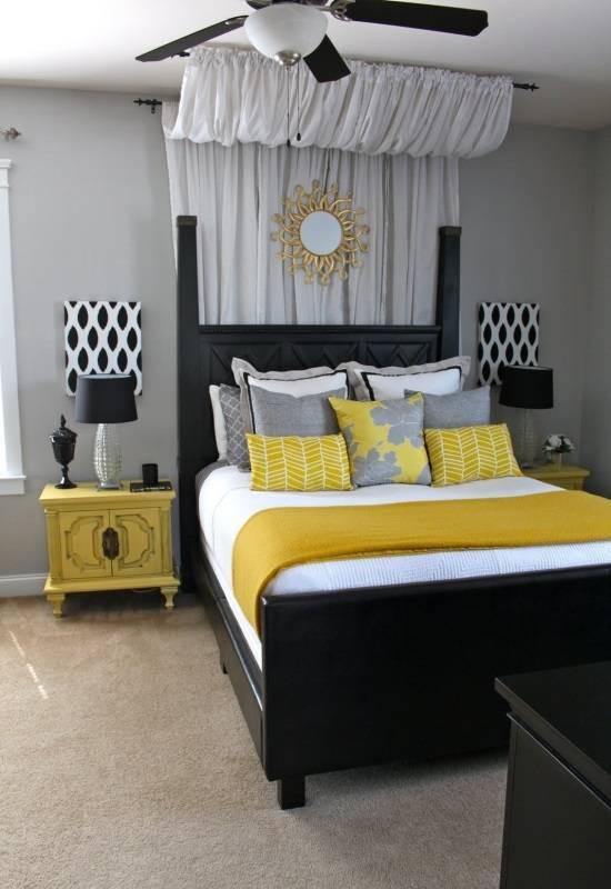 Необычное украшение потолка и стены в спальне
