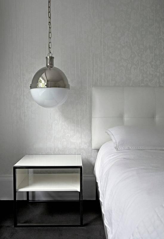 Подвесная лампа над прикроватной тумбой