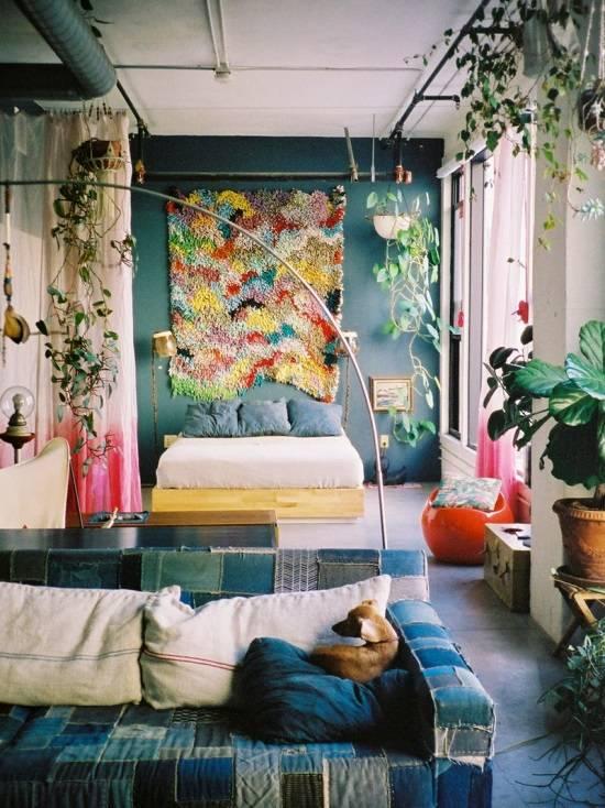 Креативное оформление спальни в лофте