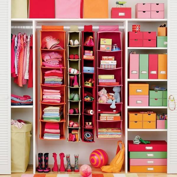 Удобная организация вещей в детской комнате