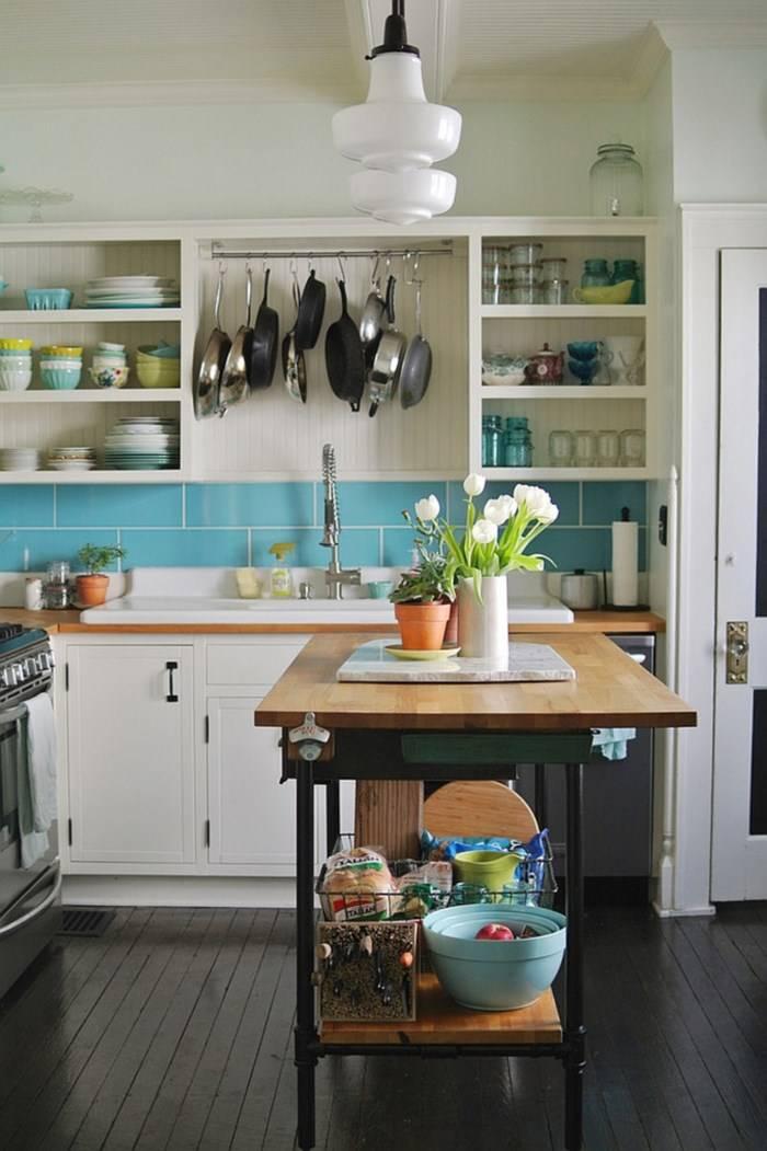 Самодельный стол как остров на кухне