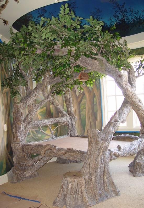 Сказочная кровать и натяжной потолок в дизайне детской