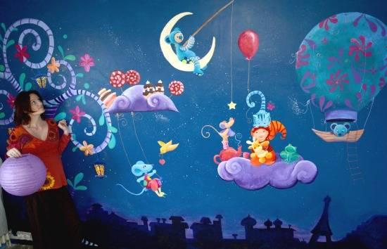 Сказочные рисунки на стенах детской комнаты