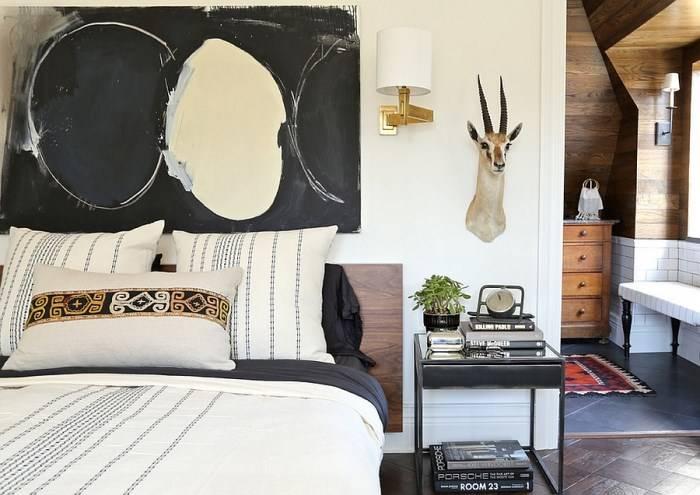 Эклектичная спальня с современным декором