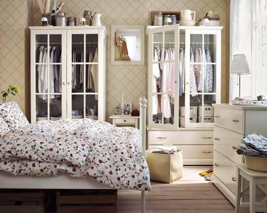Изысканная белая мебель для спальни (шкафы и комод)