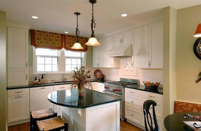 Остров со стеклянным покрытием на кухне