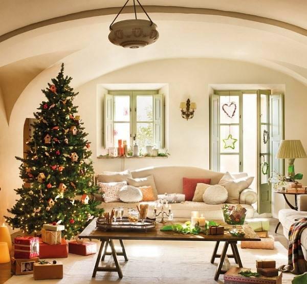 Новогодняя елка с самодельным декором