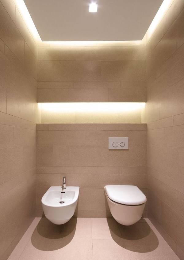Стильный дизайн туалета со встроенными светильниками