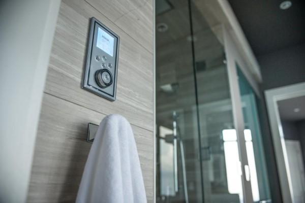 Умный контроль воды в ванной