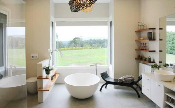 Ванна в центре комнаты
