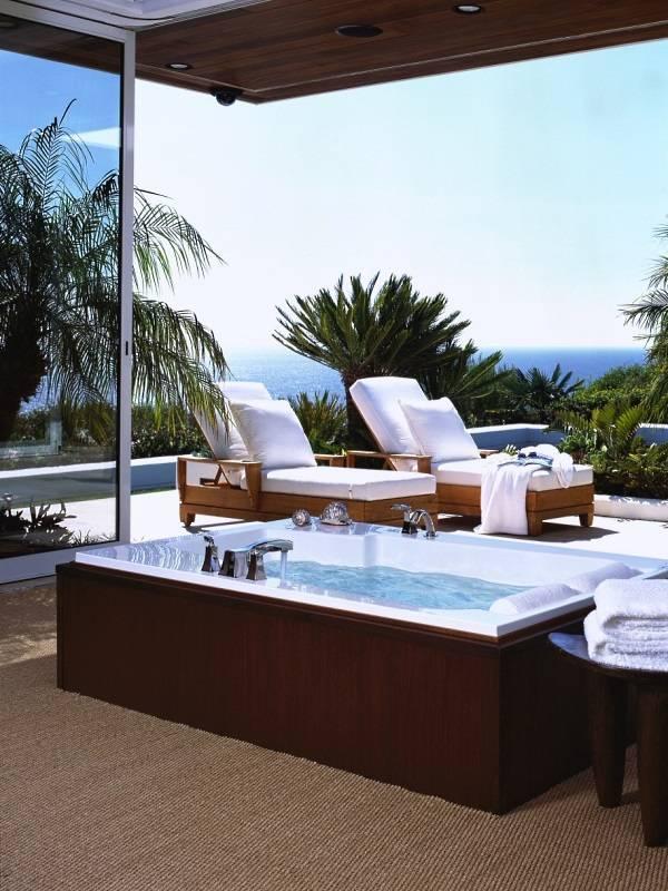 vannaya-komnata-s-vykhodom-na-balkon