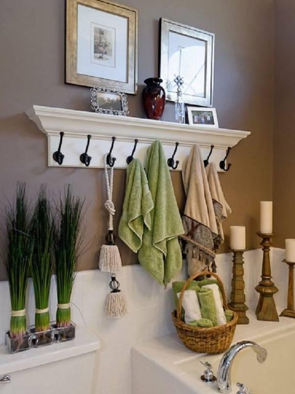 Вешалка для полотенец в ванной