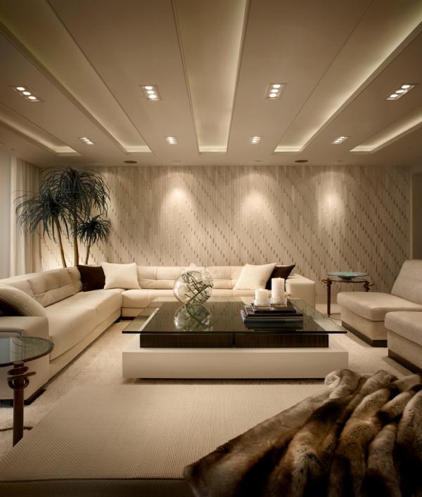 Стильный дизайн потолка в гостиной