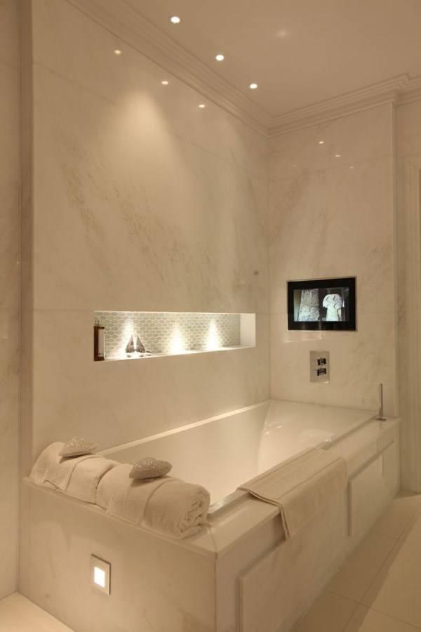 Красивая подсветка в ванной комнате