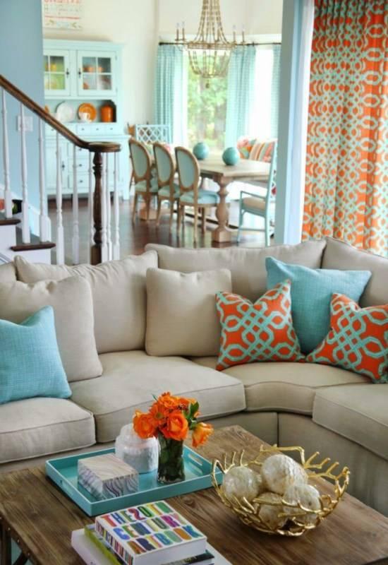 Яркая цветовая схема для гостиной