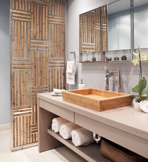 Раковина из бамбука в азиатской ванной комнате