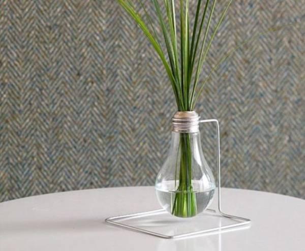 Оригинальная ваза из лампочки