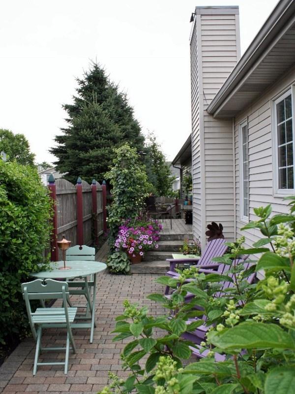 Простой дизайн небольшого двора