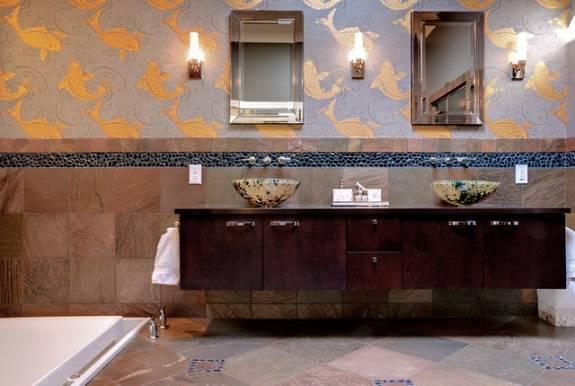 Китайские и японские узоры на стенах в ванной