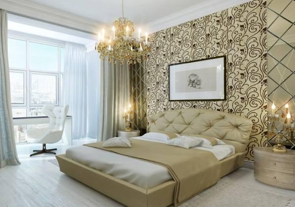 Роскошная люстра в нейтральной спальне