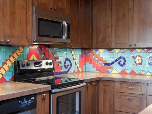Кухонный фартук с узором из керамической плитки