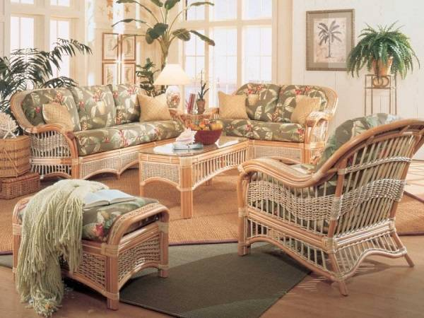 Hasır mobilyalarla oturma odası tasarımı