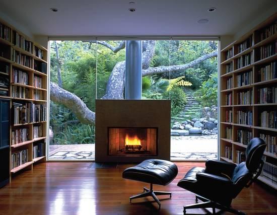 Красивые камины в домашней библиотеке