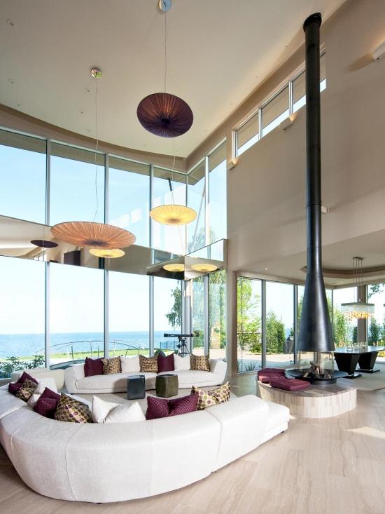 Камин для гостиной с высокими потолками