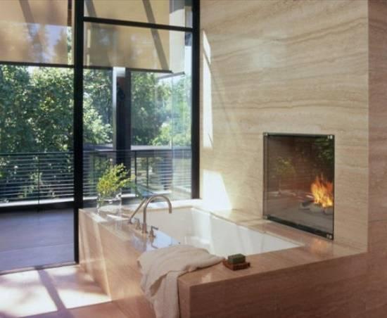 Ванная комната с камином