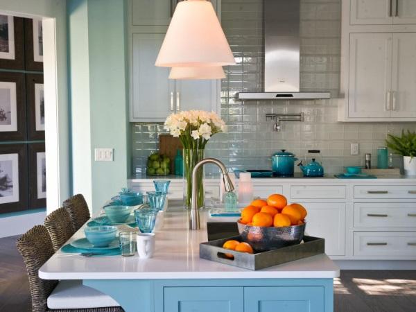 Кухонный фартук из светлой плитки