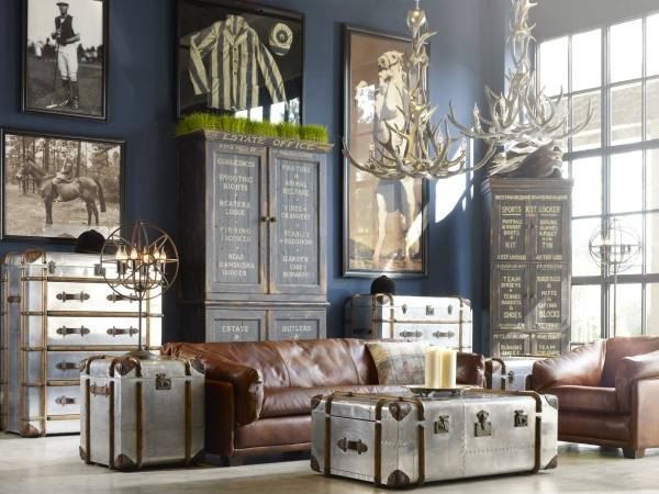 Необычный стиль комнаты с люстрой из рогов оленя