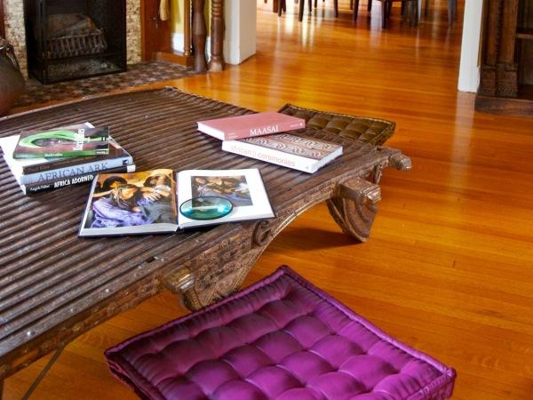 Низкие подушки для сидения на полу