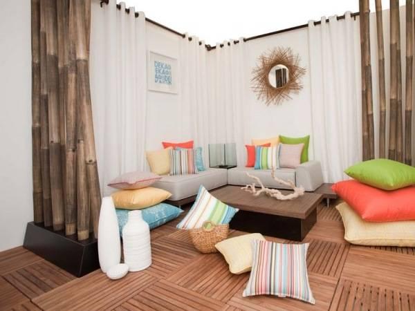 Разноцветные подушки для гостиной