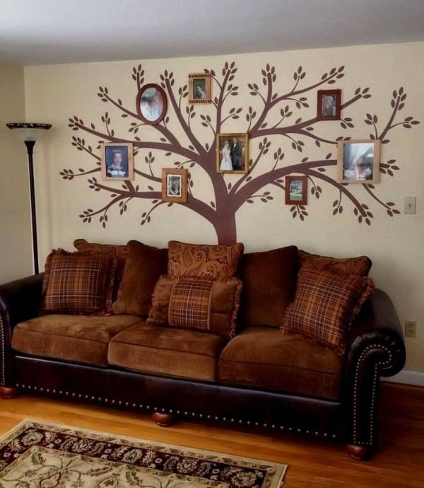 Oturma odasında aile ağacı