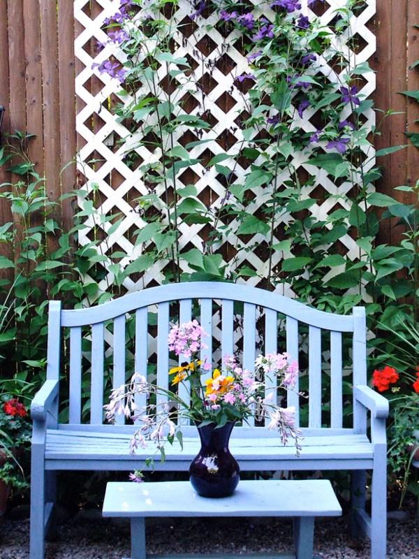 Идея для украшения забора во дворе