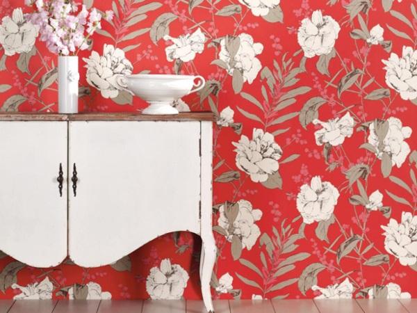 Duvarlarda patiska çiçek desenleri