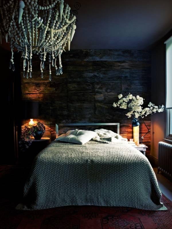Темные стены в спальне
