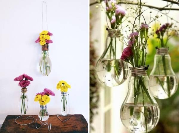 Цветы в старых лампочках