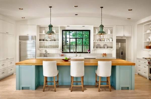 Бело-голубая кухня в деревенском стиле