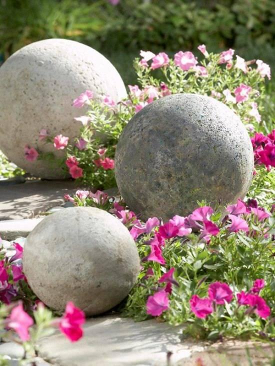 Шары из бетона для украшения дворика