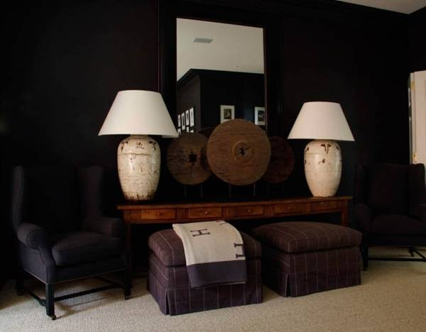 Высокие настольные лампы в дизайне комнаты