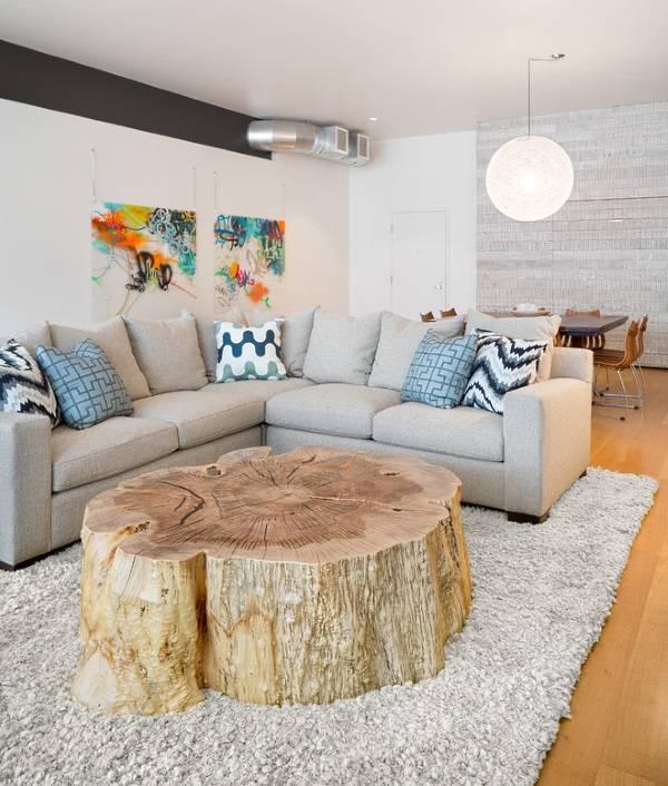 Большой пень в дизайне гостиной