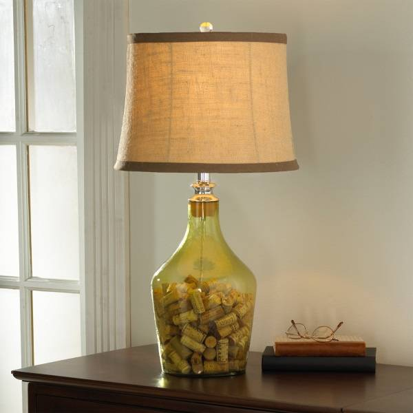 Настольная лампа с пробками